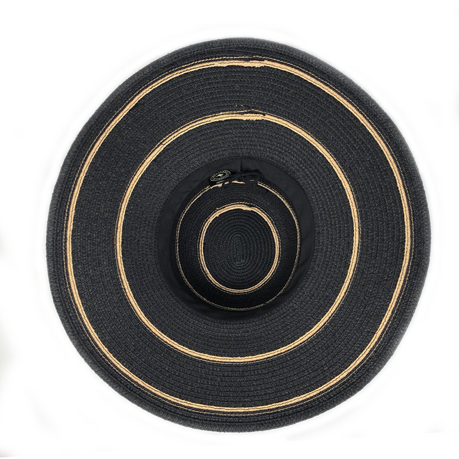 The Savannah black hat can be fitted to your head and roll easily to pack.