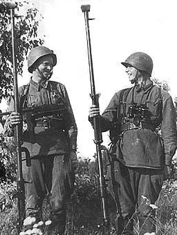 These people were ATR aces of the Soviet 6th Guards army, and killed 7 tanks each during WWII. Names unknown.