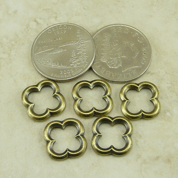 Medium Quatrefoil Link - Qty 5 - TierraCast Brass Ox Plated Lead Free Pewter