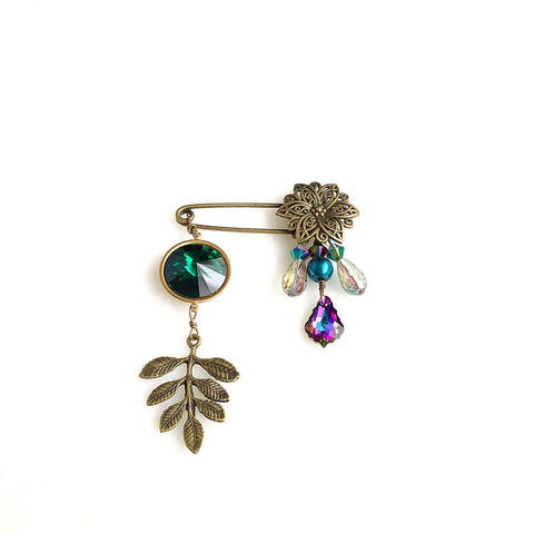 shawl pin chandelier brooch, emerald green crystal rivoli and fern leaf - StarzyiaShawl Pin