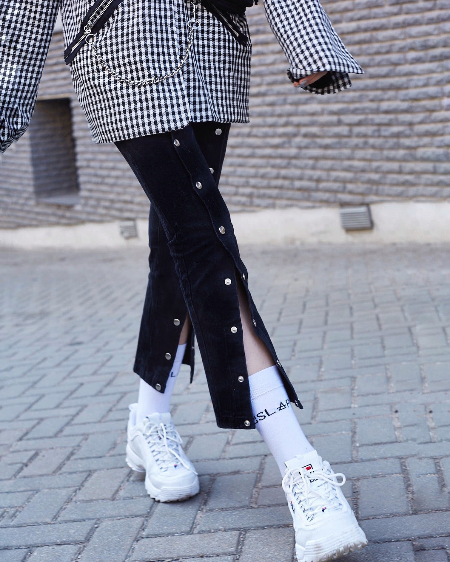 Le SLAP fashion, fashion trends, black denim, denim trends, autumn trends, snap buttons