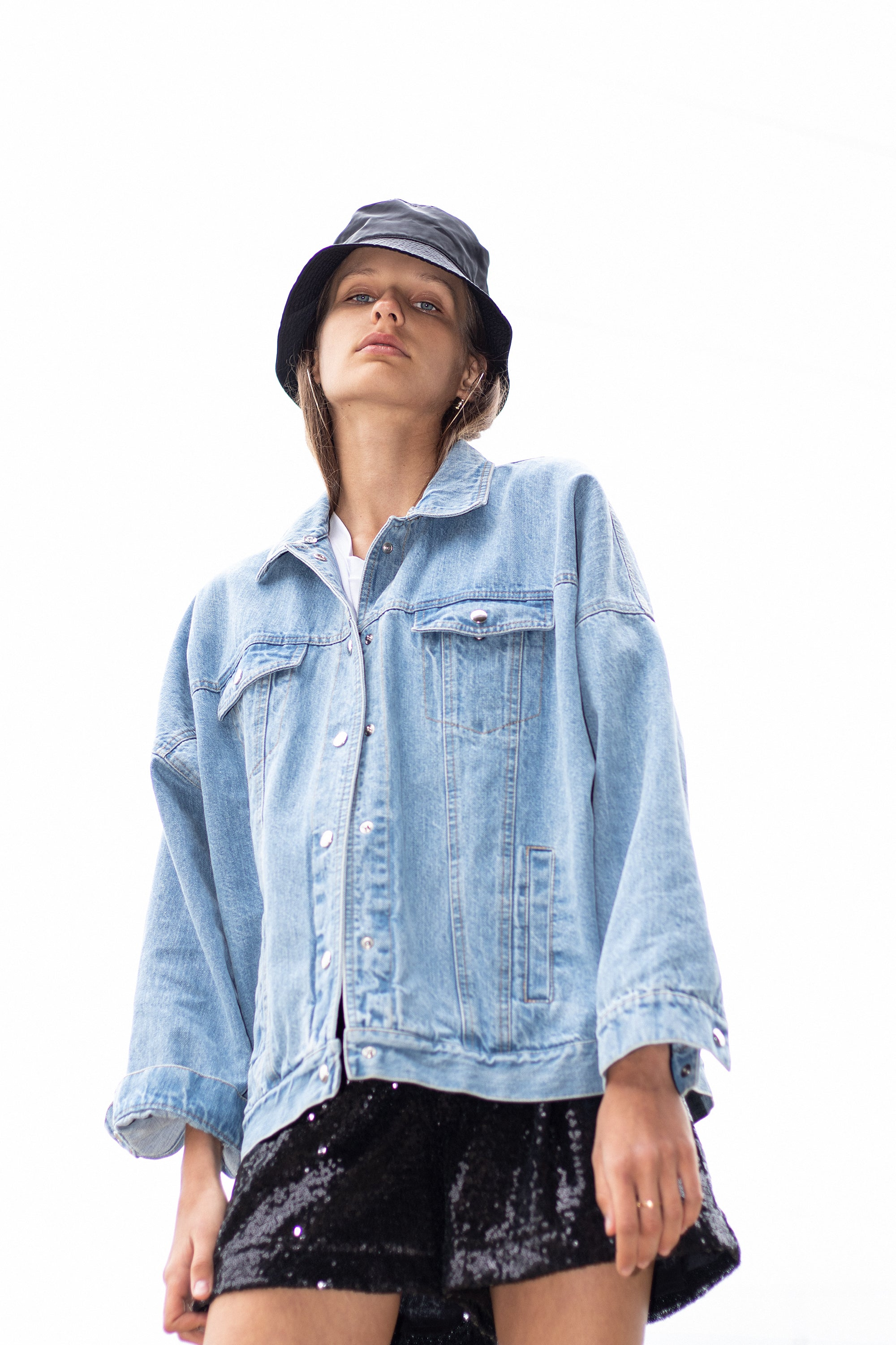 le-slap-logo-tshirt-light-denim-jacket-with-wording-streetstyle-photoshoot.jpg