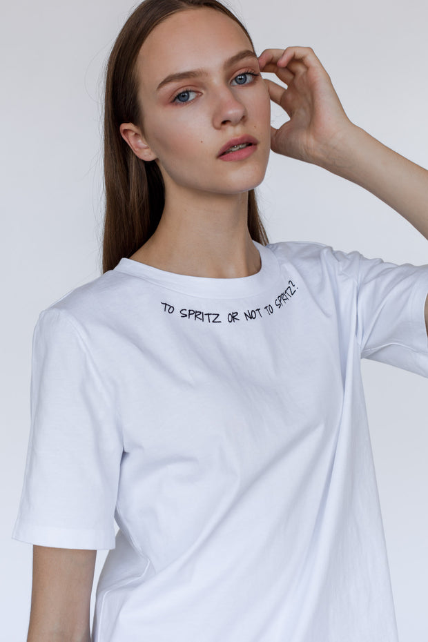 Oversize-cotton-white-t-shirt-quote-to-spritz-or-not-to-spritz-hamlet-Le-SLAP-clothing.jpg