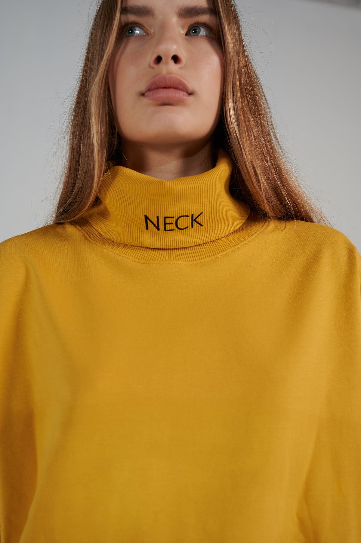 mustard-le-slap-turtleneck-oversize-sweater-lookbook.jpg