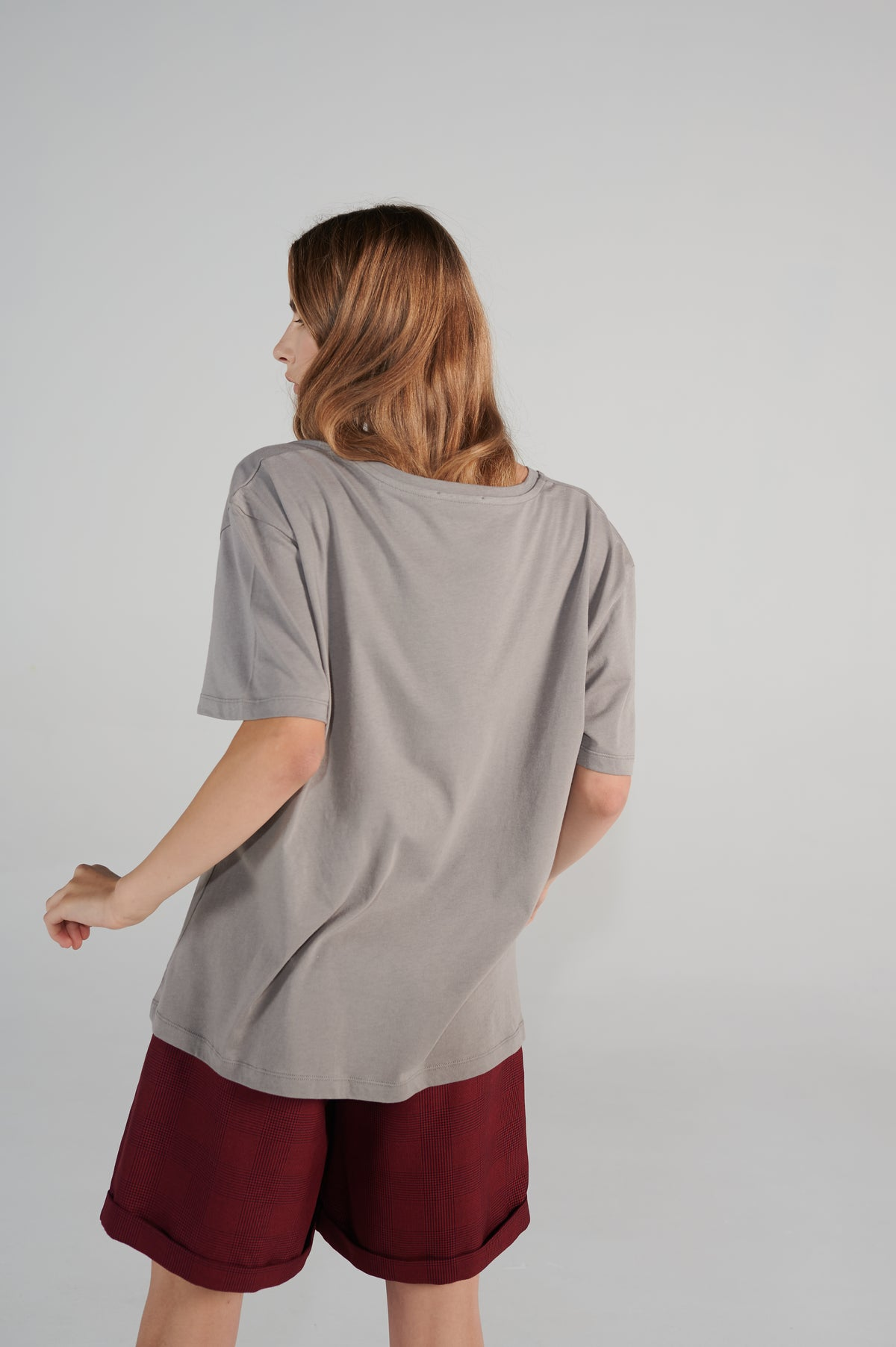 russki-oversize-fit-tshirt-grey-le-slap-organic-cotton-negovoryu-lookbook.jpg
