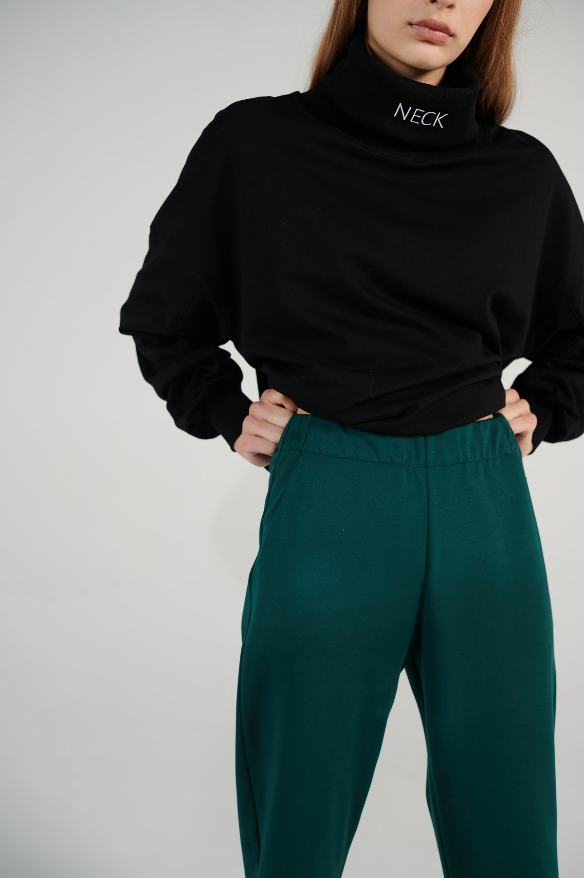 le-slap-green-lounge-pants-with-pocket-high-rise-waist-lookbook.jpg
