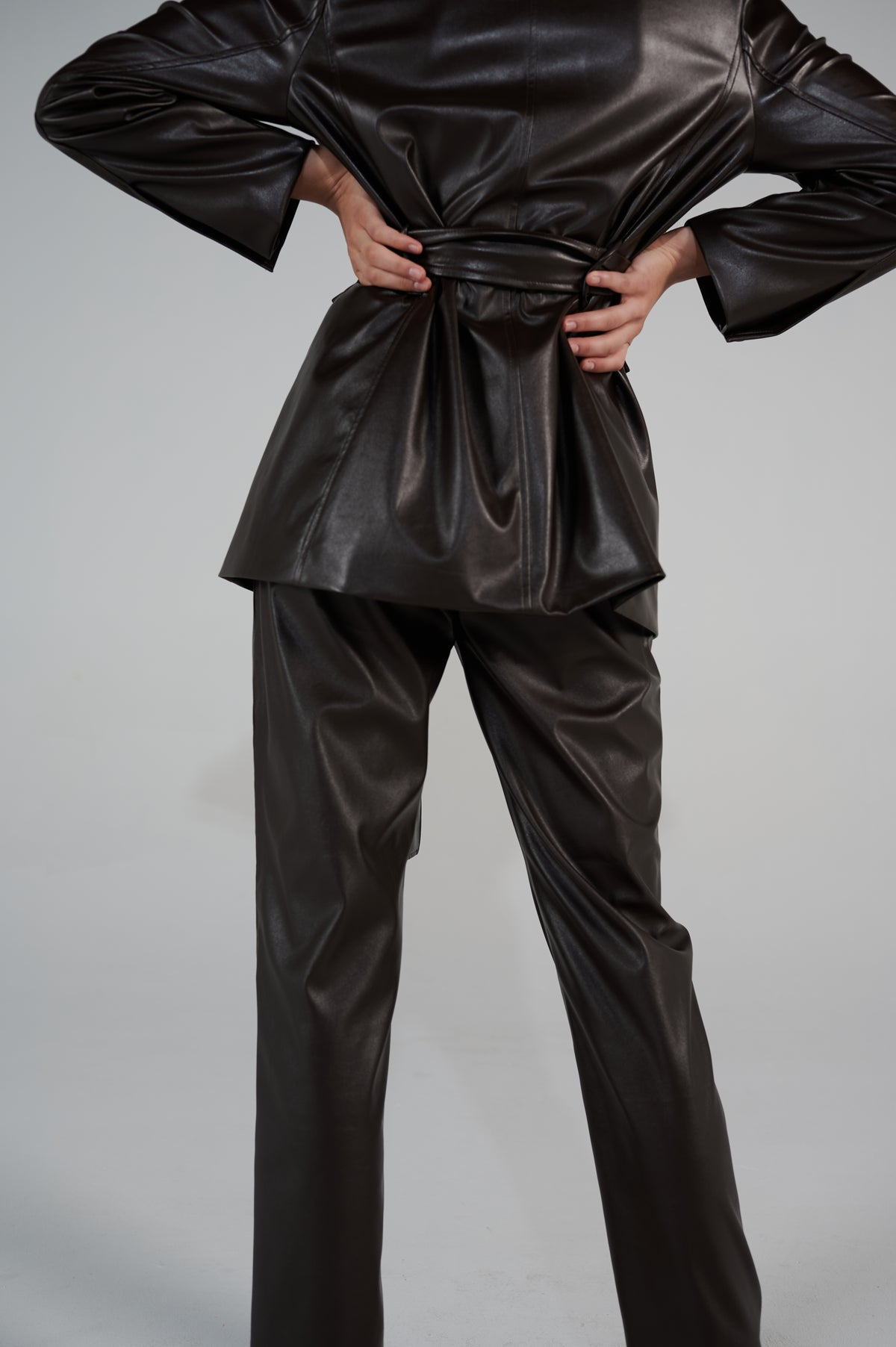 eco-leather-pants-forest-brown-details-straight-cut-high-waist-le-slap.jpg