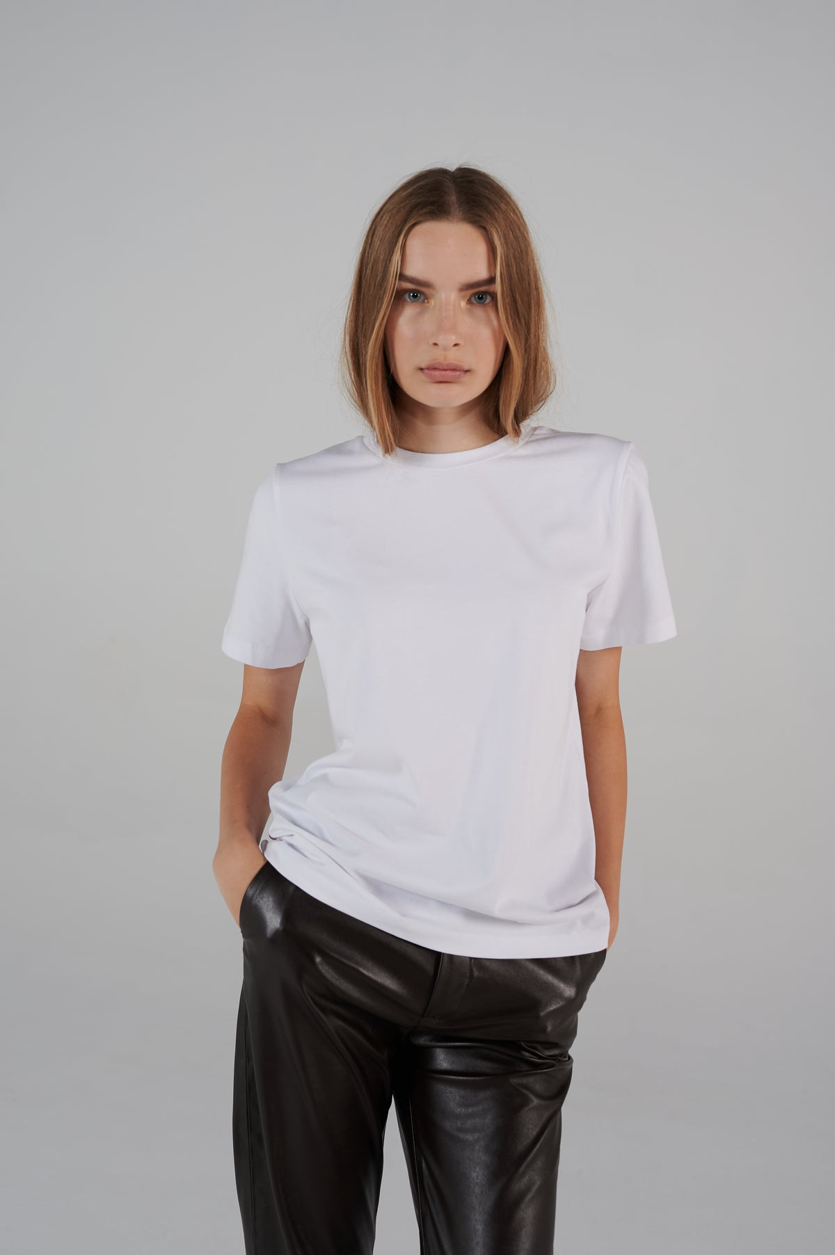 le-slap-lifetime-collection-slim-fit-white-tshirt-with-logo-on-the-back.jpg