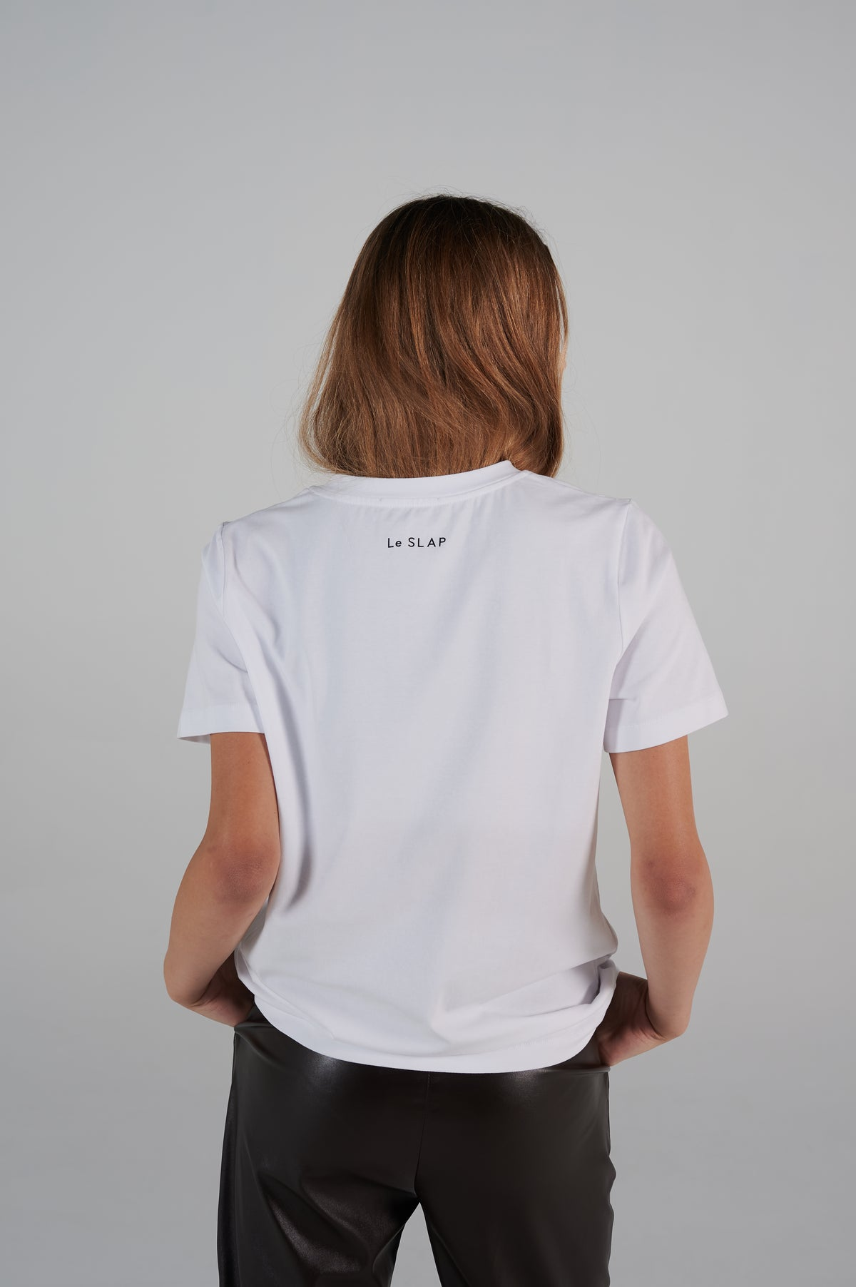 le-slap-details-white-slim-fit-logo-tshirt-lookbook-clothing-lifetime-line.jpg