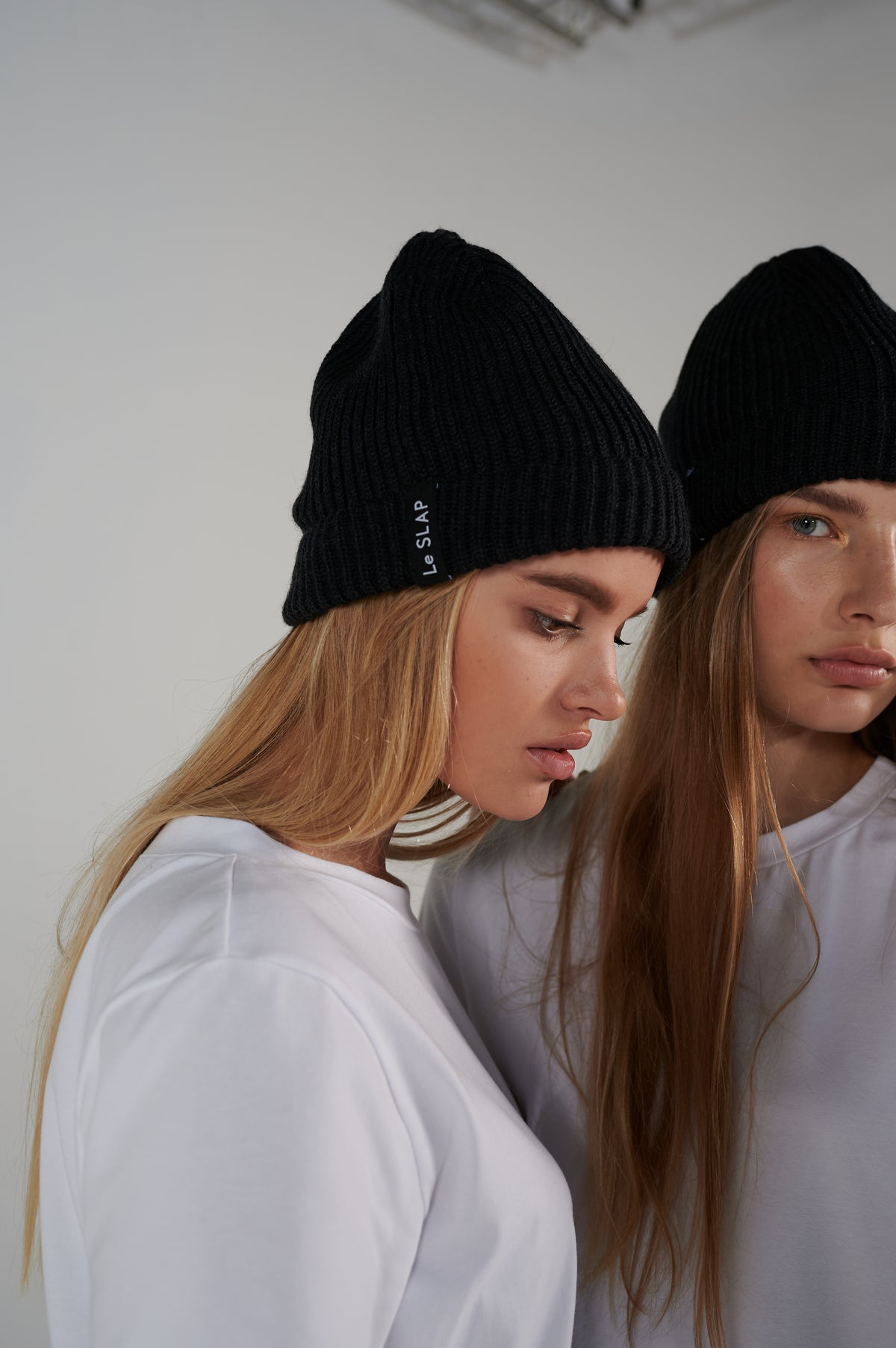 gaono-logo-knitted-beanie-dark-grey-merino-wool-lookbook.jpg
