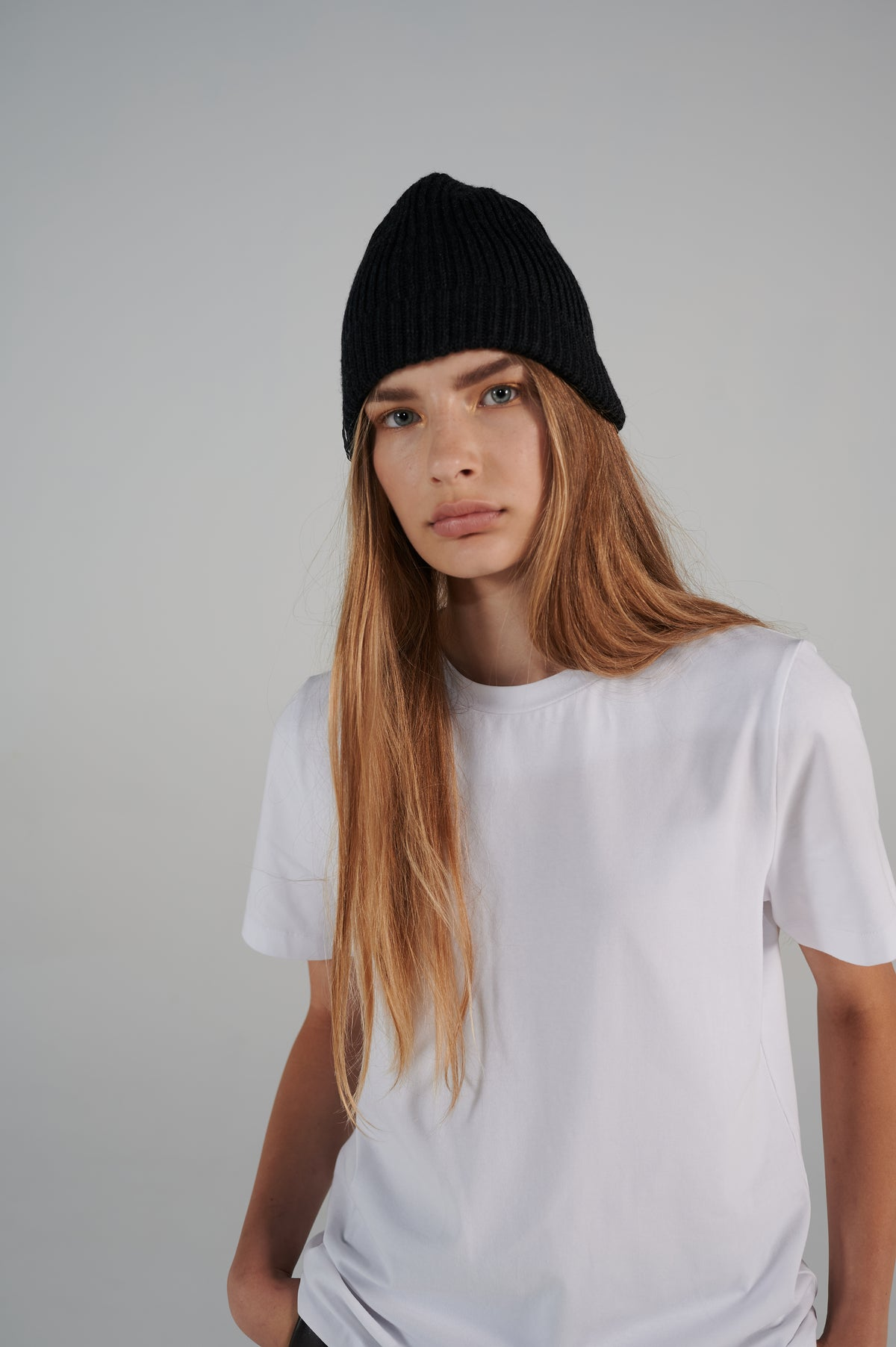 le-slap-logo-beanie-dark-grey-chunky-cable-knit.jpg