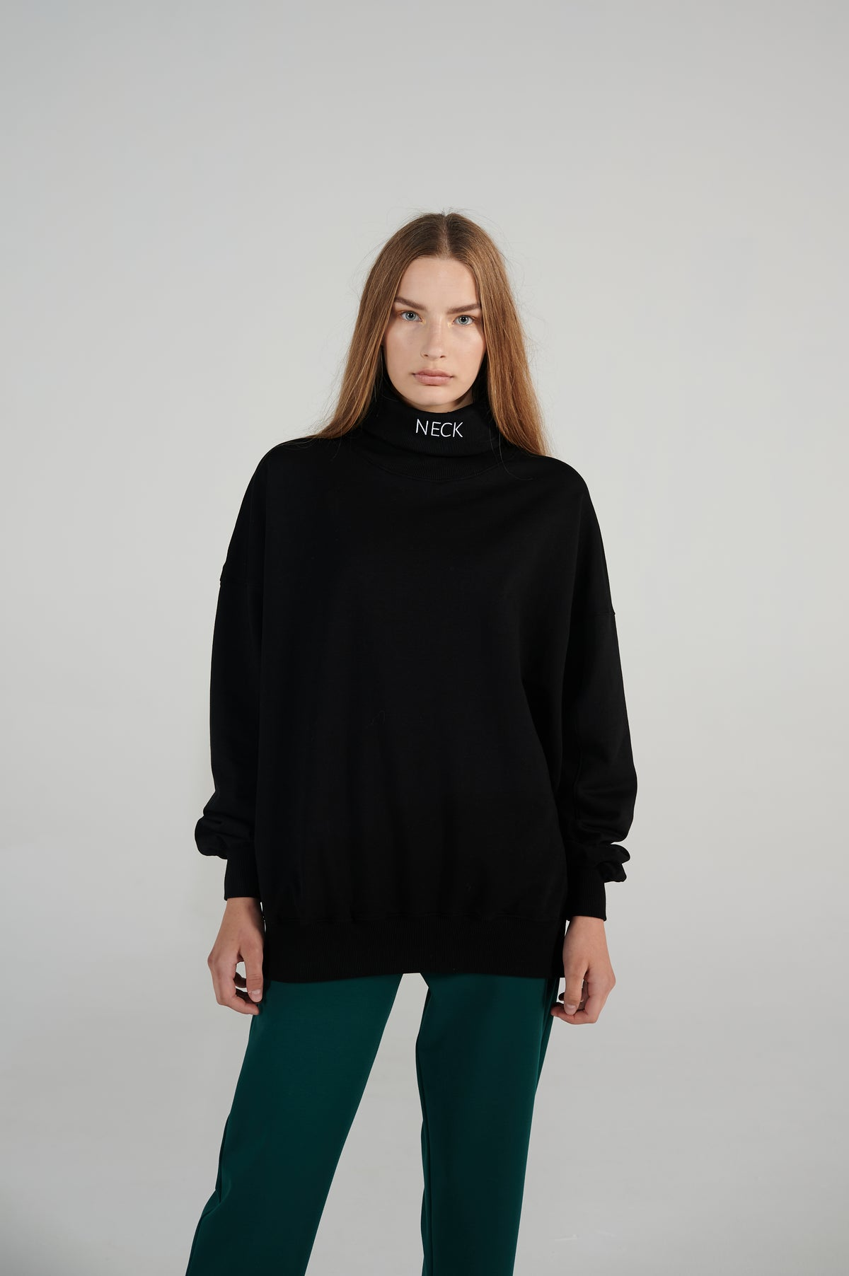 relaxed-fit-ribbed-trims-loose-round-turtleneck-unisex-sweater-le-slap.jpg