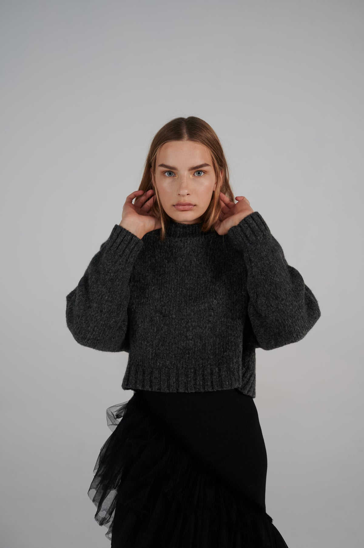 le-slap-sweater-details-virgin-wool-crew-neck-long-sleeves-dark-grey.jpg