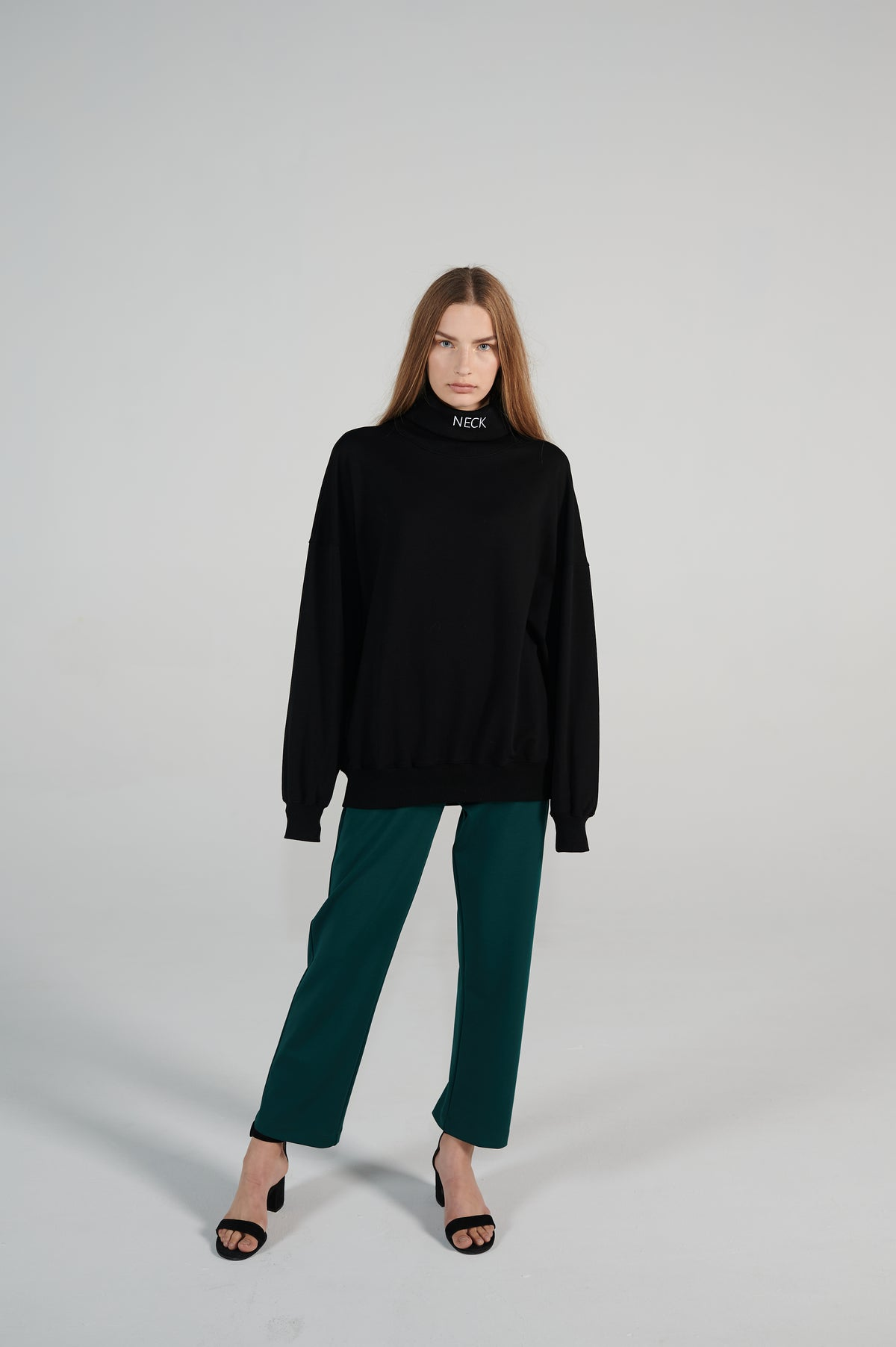 le-slap-oversize-sweater-turtleneck-black-neck-lookbook.jpg