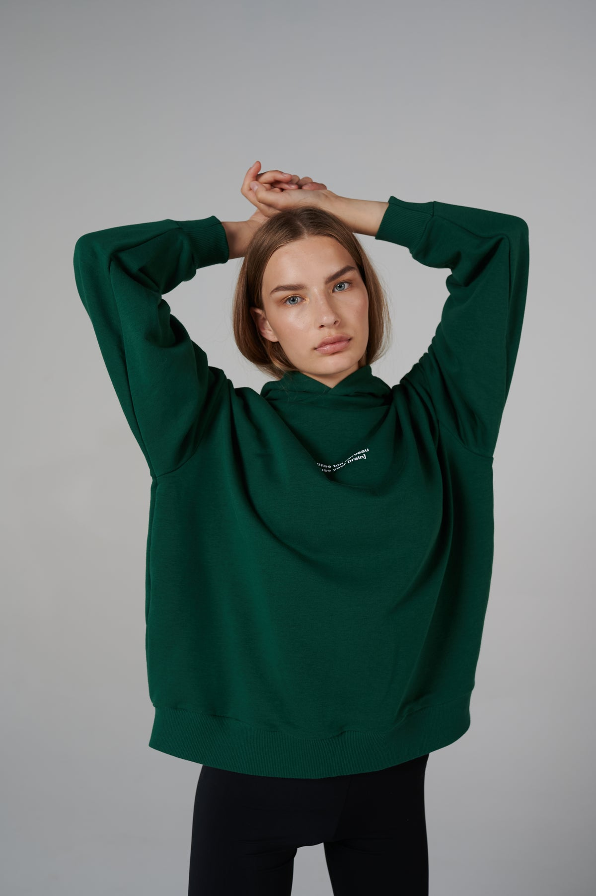 hoodie-details-french-series-forest-green-lookbook-studio-le-slap-wide-sleeves.jpg