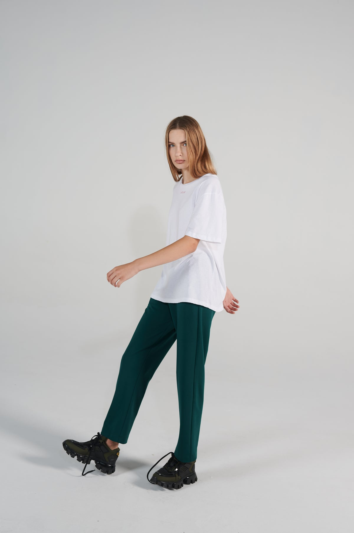 macaroni-cotton-tshirt-white-oversize-fit-round-neck-lookbook.jpg