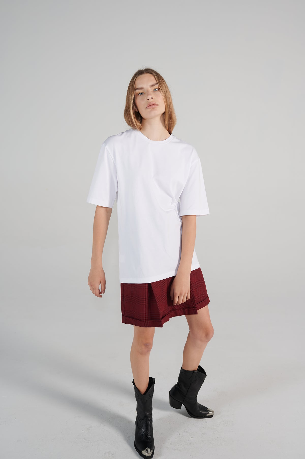 relaxed-fit-cotton-white-oversized-tshirt-logo-le-slap-lookbook.jpg
