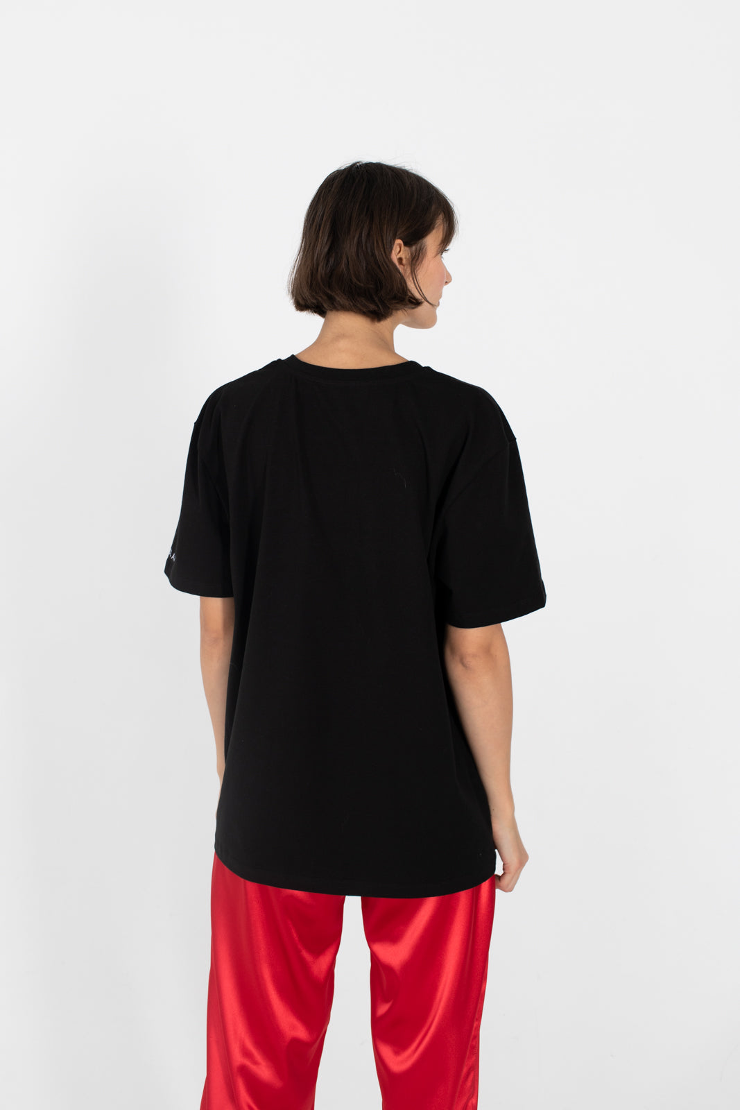 le-slap-logo-tshirt-oversize-black-red-pants-photoshoot.jpg