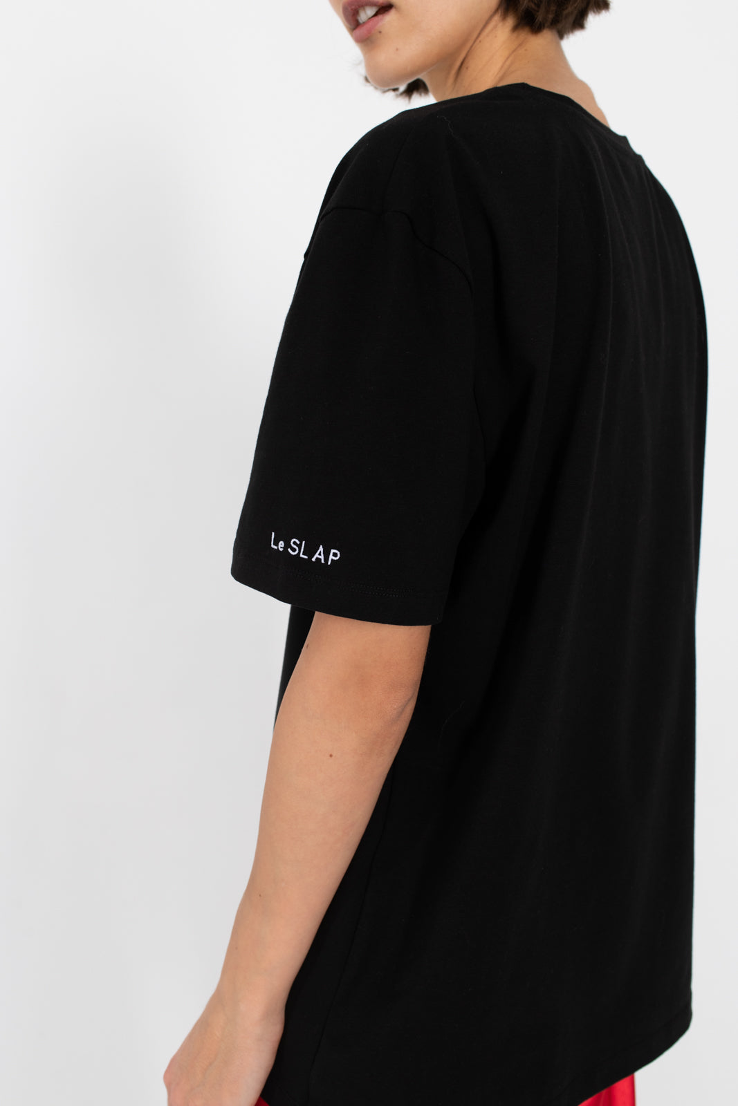 le-slap-logo-tshirt-oversize-black-photoshoot.jpg