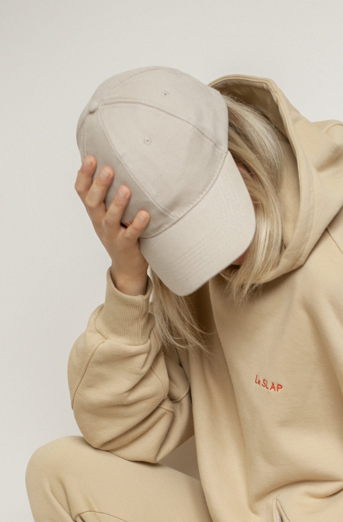 Brooklyn | Nude cap with red logo embroidery