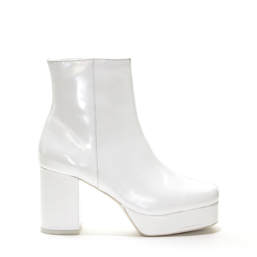 JEFFREY CAMPBELL FOSSE-LO . Platform Boot. White High Shine. Box Calf Leather Upper. 2.5cm Platform Sole. 9cm Block Heel. Inside Zip Closure. Textile Lining. Man Made Sole. Designed In California. Afterpay &zipPay Available. Free Shipping Over $150.