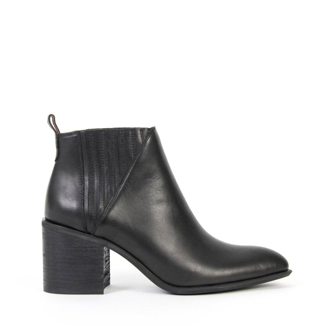 JEFFREY CAMPBELL VIGGIO. Black Leather. Pointed Toe. Block Heeled Chelsea Boot. Free, Fast Shipping Australia Wide On Orders Over $150. Afterpay & ZipPay Available.
