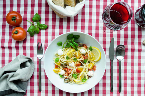 Pasta with marinated tomatoes and basil