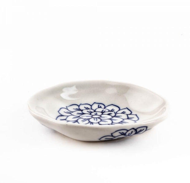 Trade Aid White dish with big blue flower 28.02.125