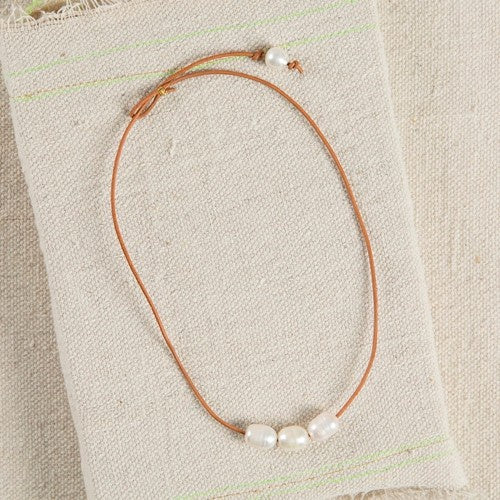 Natural Life Necklace 40cm Leather with Pearl Trio 212