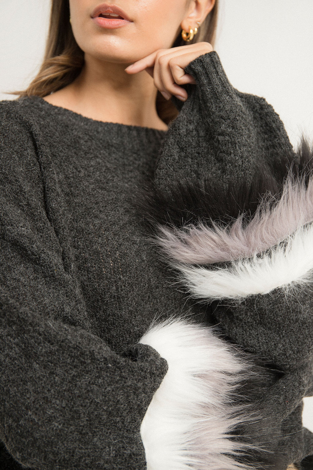 FUR PUFF SWEATER-BLACK