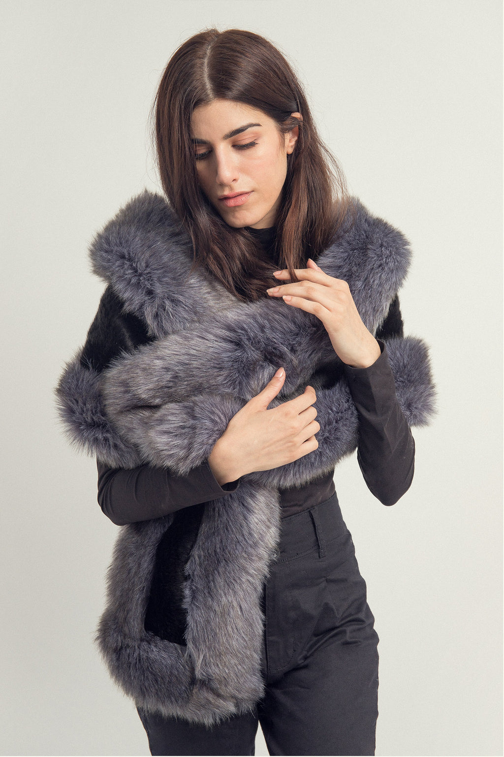 FUR WRAP AROUND -BLACK-GREY