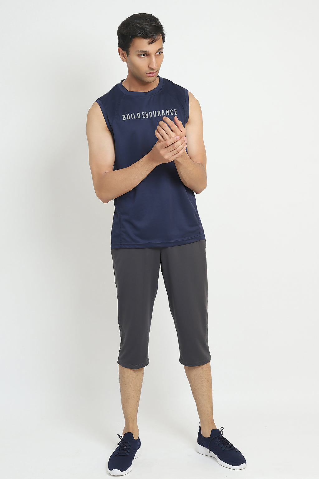 PERFORMANCE VEST-NAVY