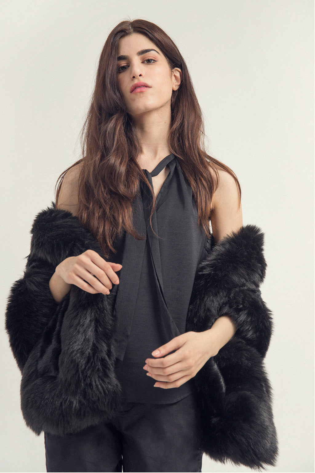 FUR WRAP AROUND -BLACK