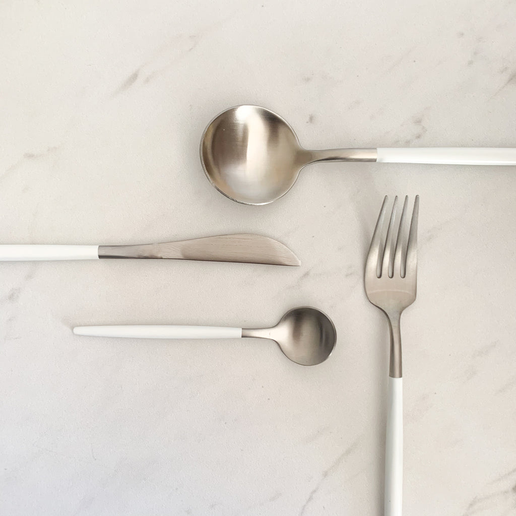 TUSK CUTLERY SET | WHITE AND SILVER | 16 PIECE