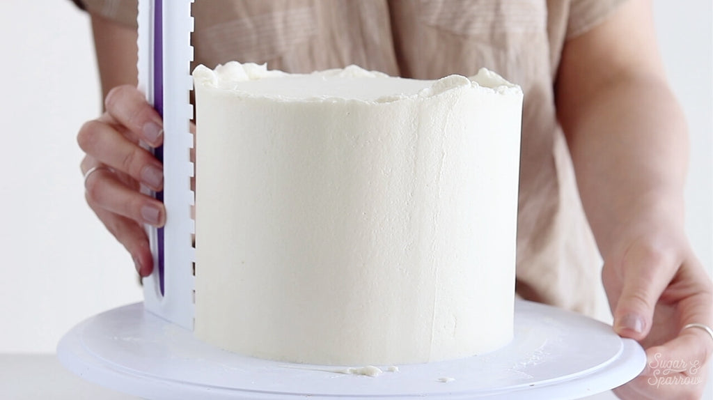 how to use a buttercream cake comb
