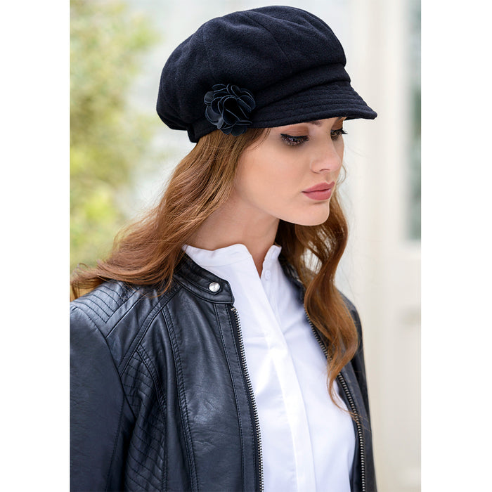 model of black ladies newsboy cap by mucros weavers
