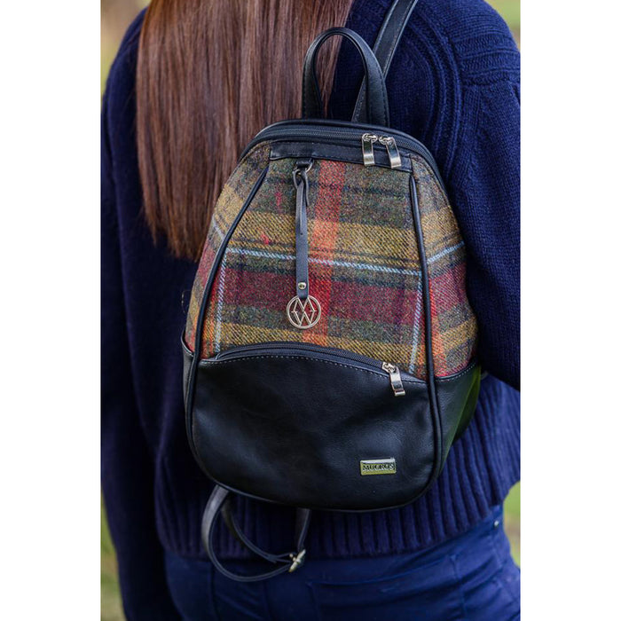 close up model of colleen backpack color 321 by mucros weavers