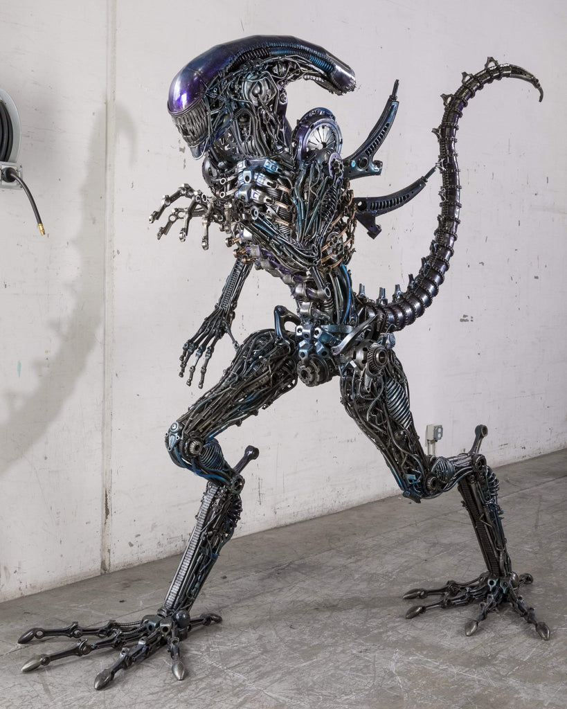 Kalifano Recycled Metal Art RMS-A260X260-S06 - Alien Inspired Recycled Metal  Art Sculpture RMS-A260x260-S06