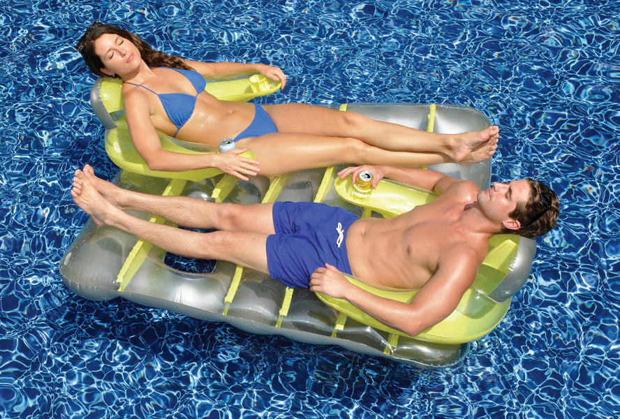Couple on the Face to Face Deluxe Lounge Chair