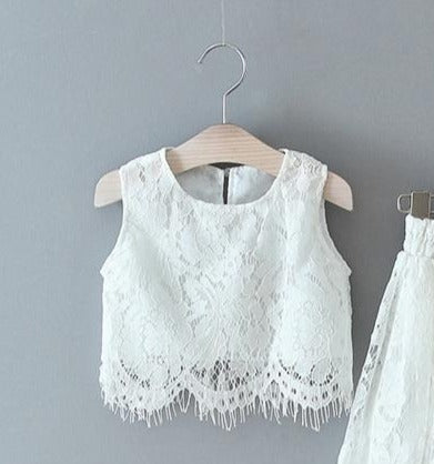 SLEEVELESS WHITE LACE TOP