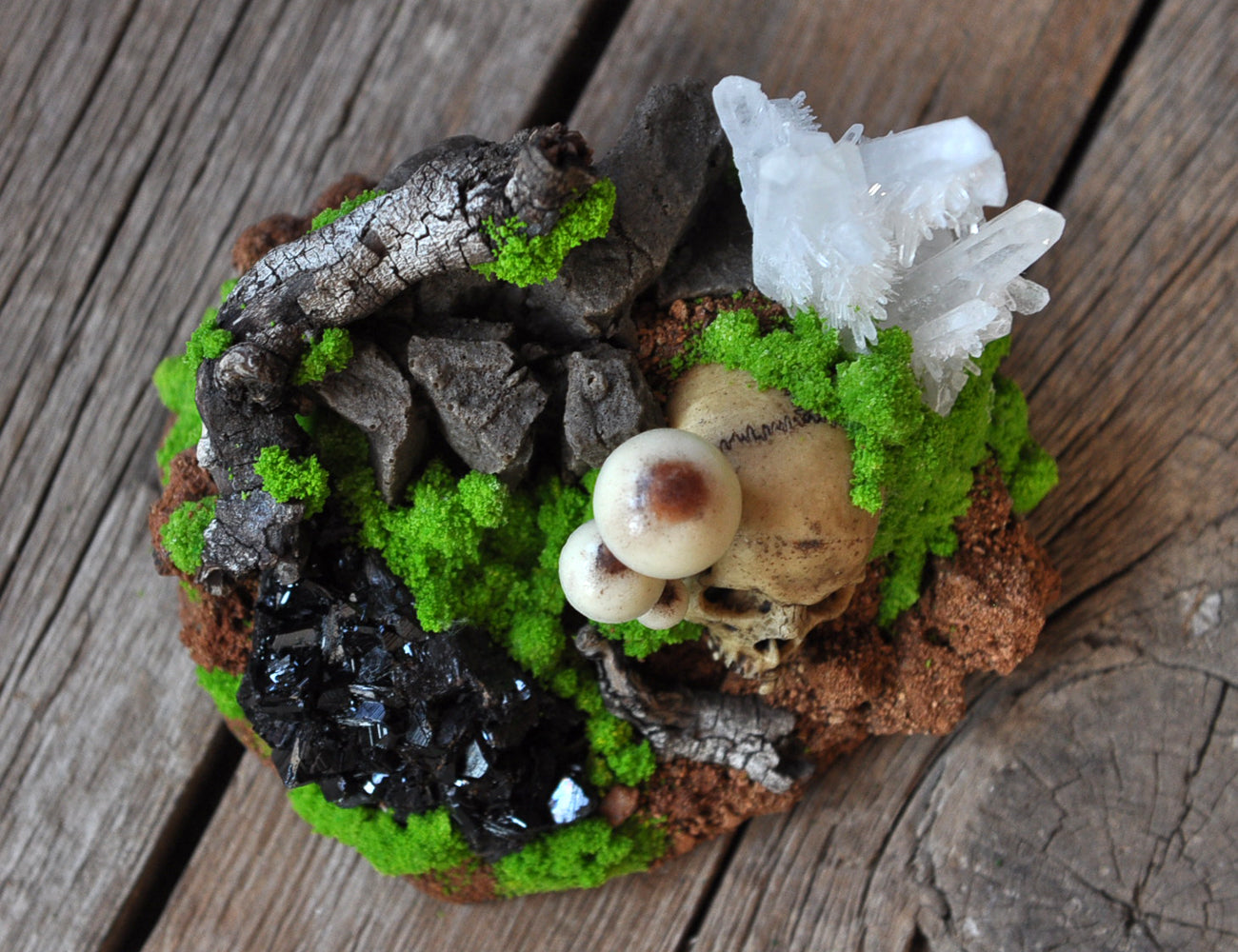 Realistic Skull and Mushrooms Art Object, Realistic Mossy and Rocks Home Decoration Object, Miniature Sculptures Resin Art, Quartz Crystal
