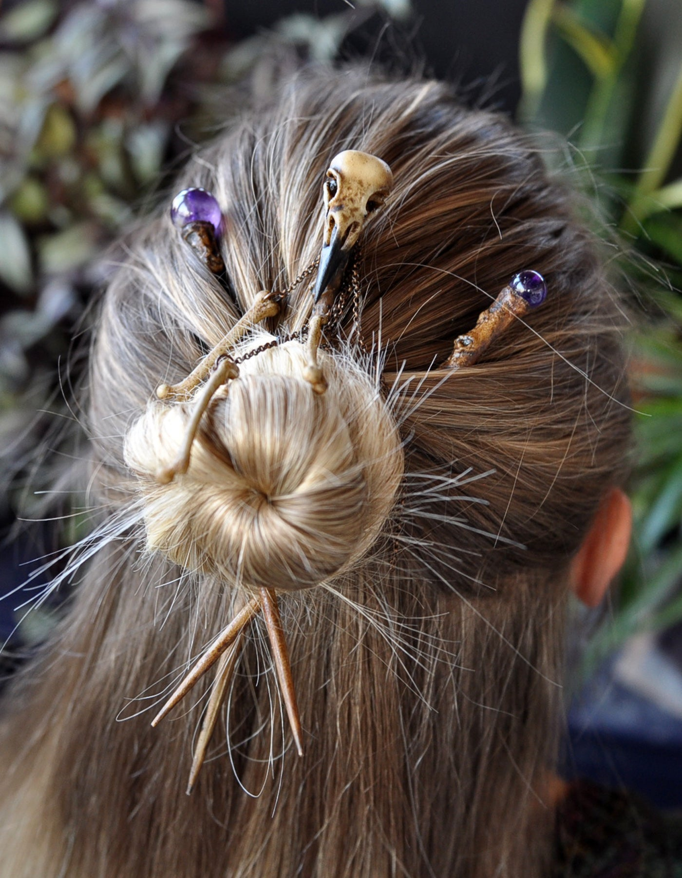 Realistic Crow Skull and Bones Hair Sticks, Realistic Tree Branch Hair Wand, Amethyst Beads Hair Accessories, Gothic Style Wedding