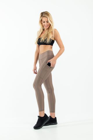 Signature Pocket legging