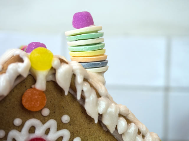 Decorated gingerbread house kit chimney