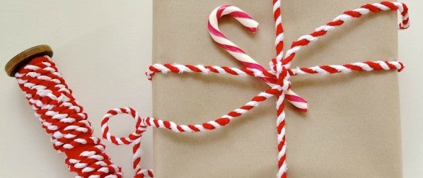 candy-cane-gift-wrap