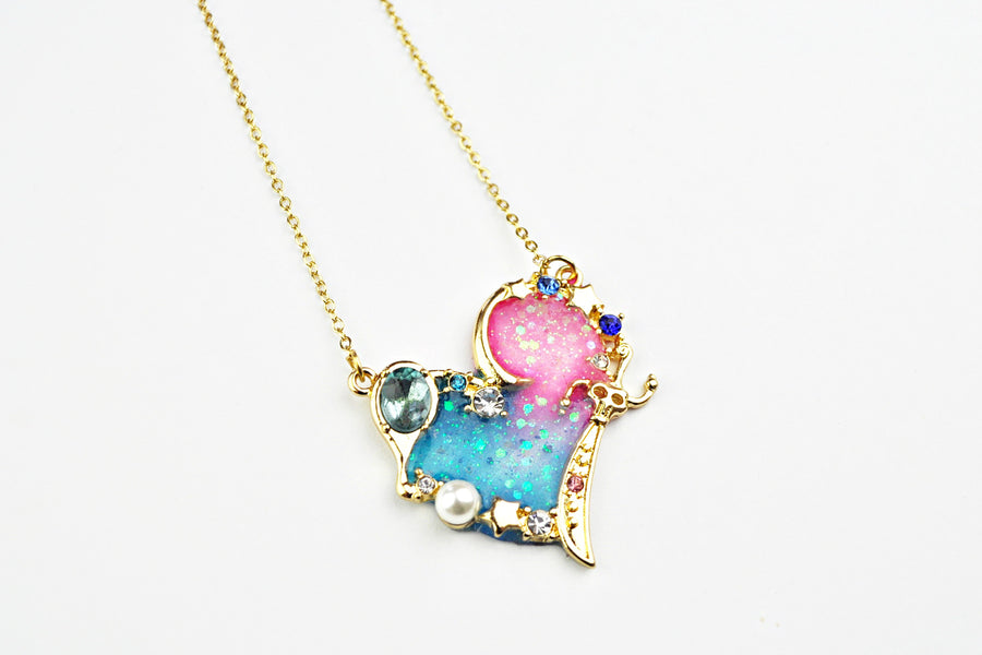 Watch me resin: Heart Glitter necklace