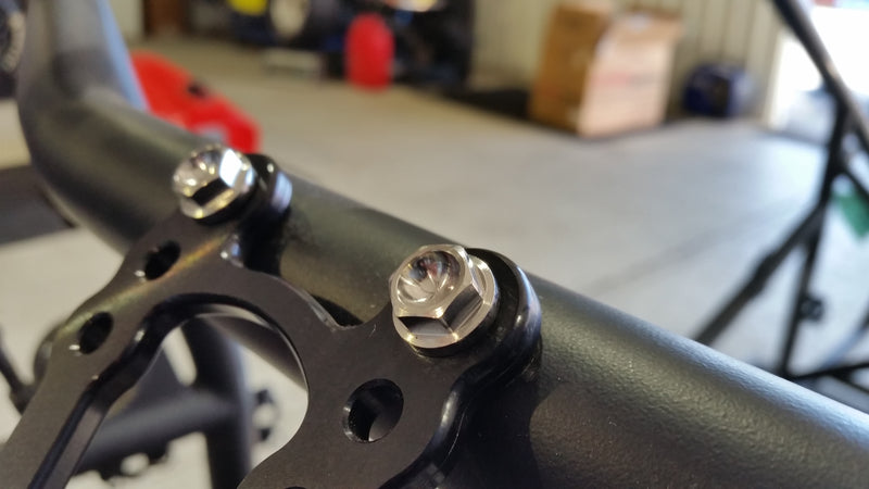 Reduced hex steering box locater bracket