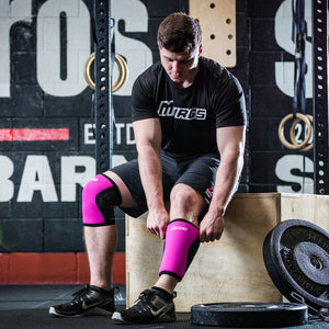 Pulling on Murgs 7mm Pink Knee sleeve pair