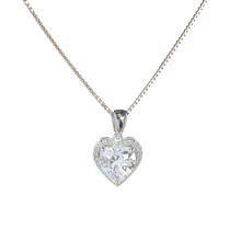 Lade das Bild in den Galerie-Viewer, Solitaire Heart And Halo Necklace