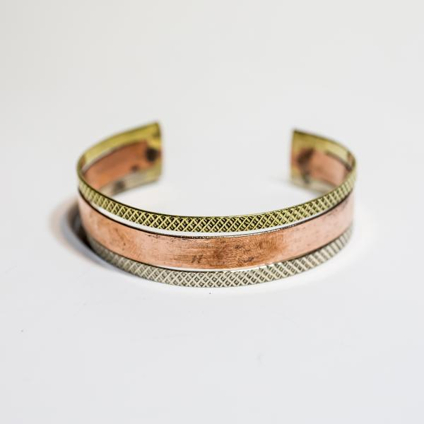 Thick Bar Surrounded Cuff